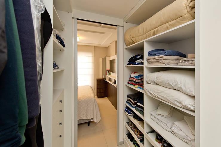 غرفة الملابس تنفيذ Kris Bristot Arquitetura