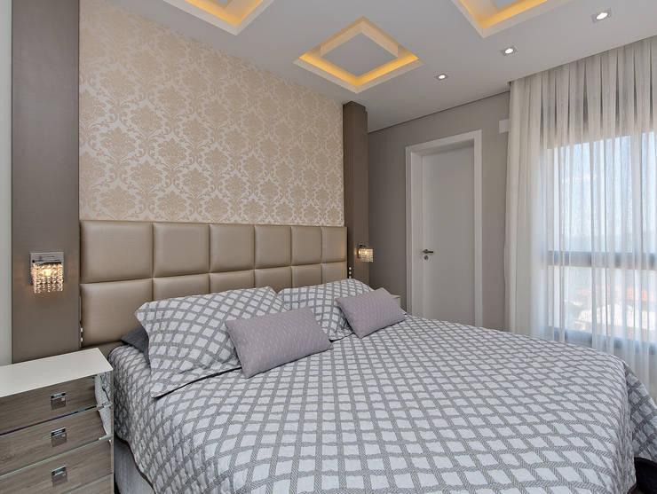 Projekty,  Sypialnia zaprojektowane przez Kris Bristot Arquitetura