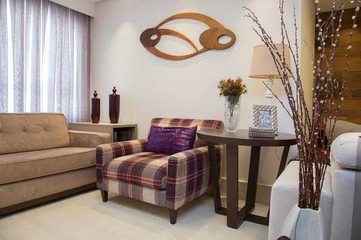 Salas / recibidores de estilo ecléctico por Espaço Alessandra Luz Casa & Jardim