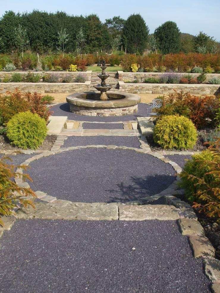 Formal garden & Swimming Pond Congleton:   by Charlesworth Design