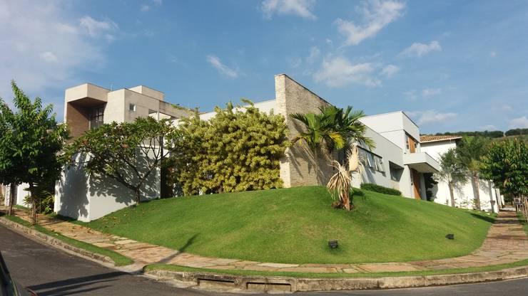 Rumah by Monica Guerra Arquitetura e Interiores