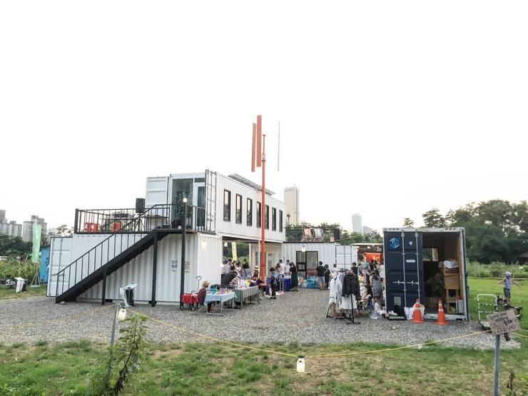 콘테이너 복합 문화공간: Design Guild의  주택