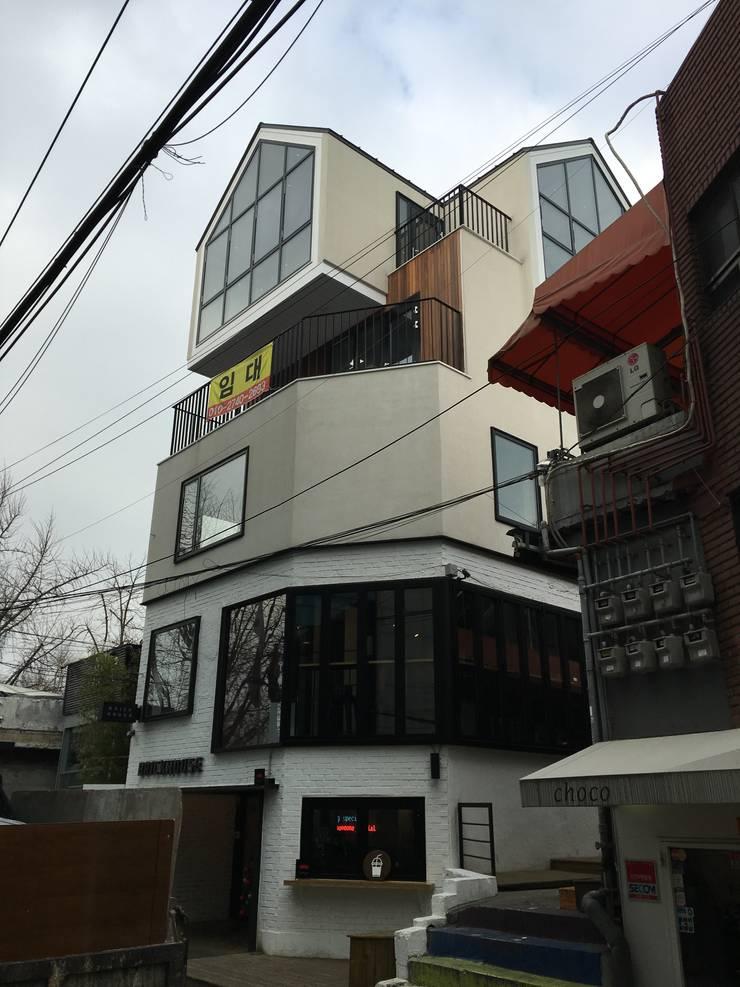 이태원 주택 증축: Design Guild의  주택