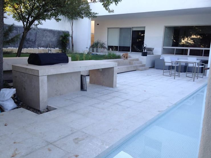 庭院 by OR Arquitectura y Construcción