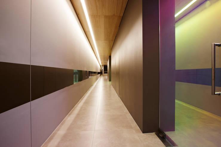 포스트스크립 스튜디오인 CIC(creative image company) 사무실: 바나나피쉬의  복도 & 현관,