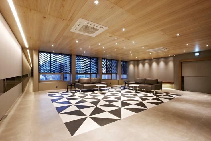 포스트스크립 스튜디오인 CIC(creative image company) 사무실: 바나나피쉬의  거실,