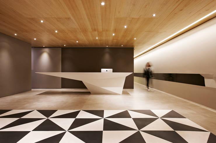 포스트스크립 스튜디오인 CIC(creative image company) 사무실: 바나나피쉬의  방,