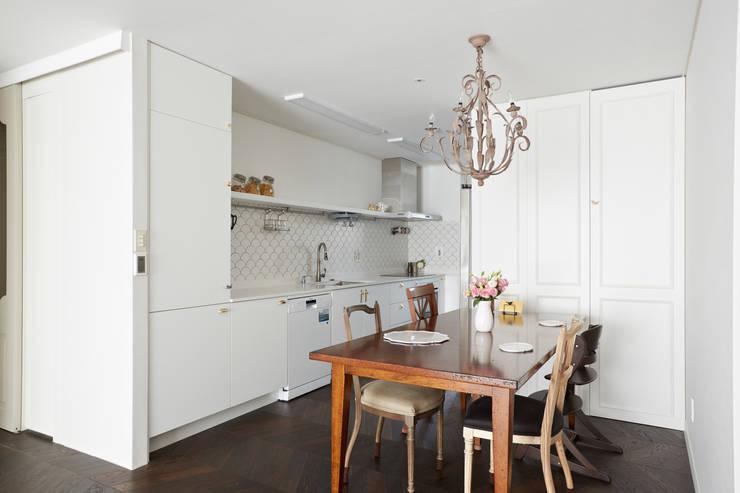 modern Kitchen by CASA GREIGE(까사그레이지)