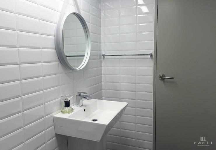 이촌동 'J' 아파트: 드웰디자인의  욕실