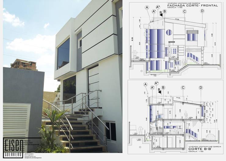 Fachada Frontal. Detalle de la escalera frontal exterior: Casas de estilo  por Eisen Arquitecto