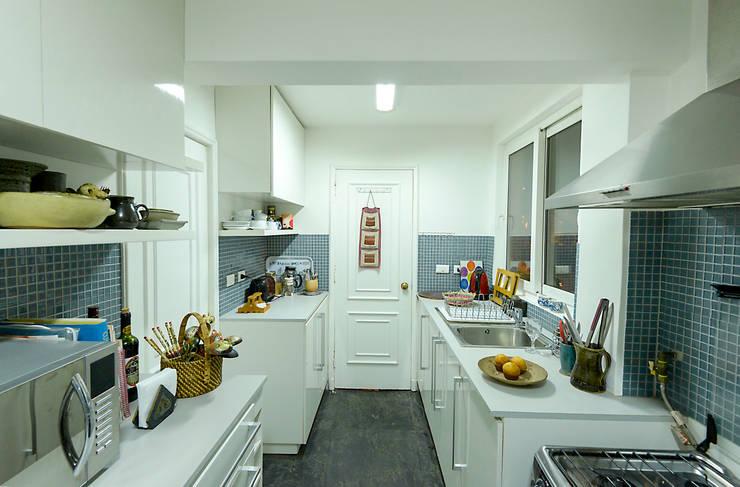 Remodelación Departamento Los Estanques: Cocinas de estilo  por Grupo E Arquitectura y construcción