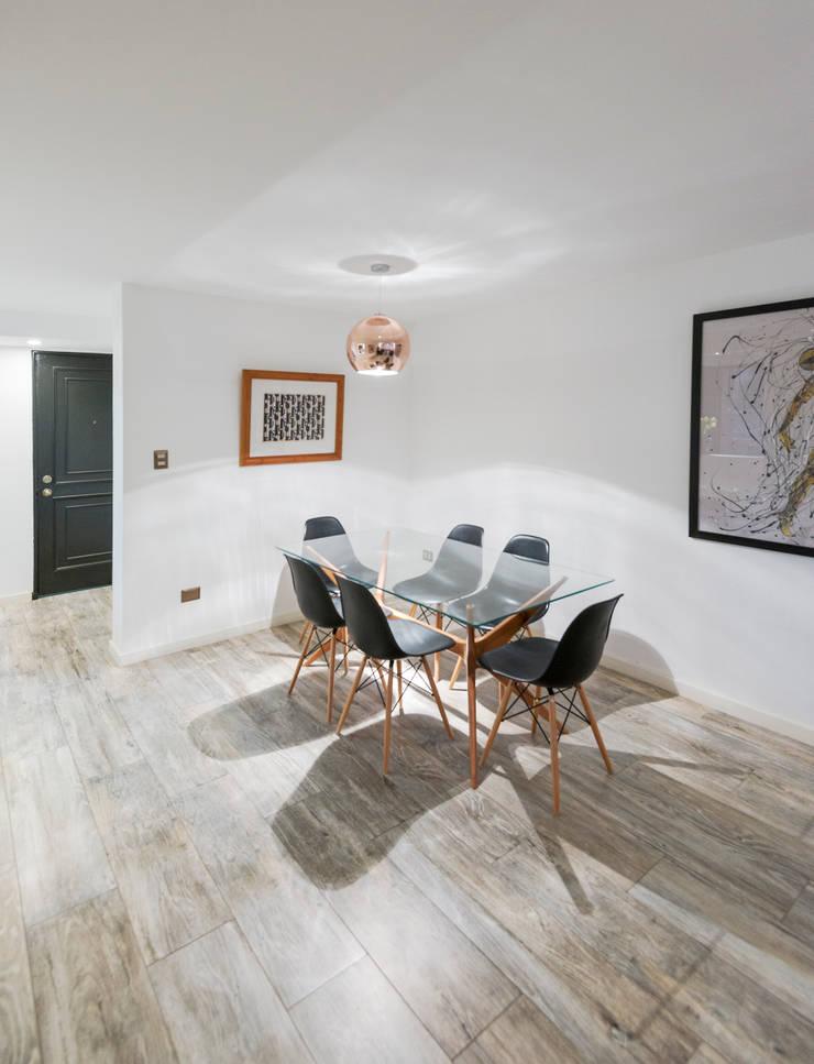 Remodelación Departamento Las Condes: Comedores de estilo  por Grupo E Arquitectura y construcción