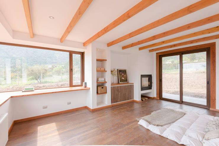 Casa Los Morros: Dormitorios de estilo  por Grupo E Arquitectura y construcción