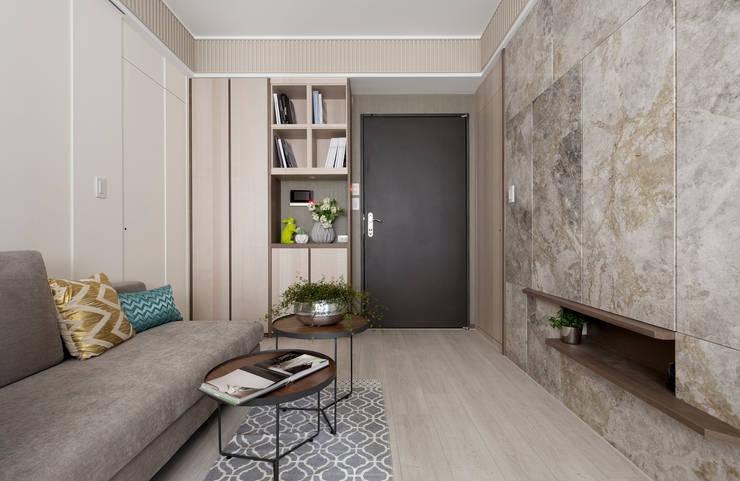 私宅-綠溢:  走廊 & 玄關 by 思為設計 SW Design