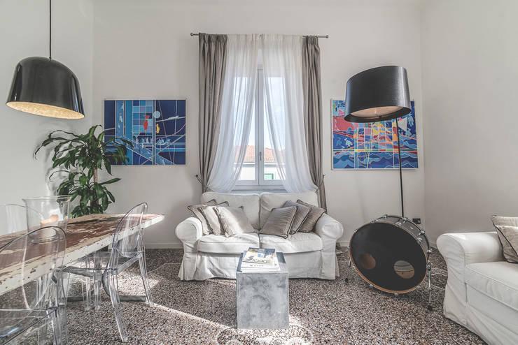 Ruang Keluarga by MODO Architettura