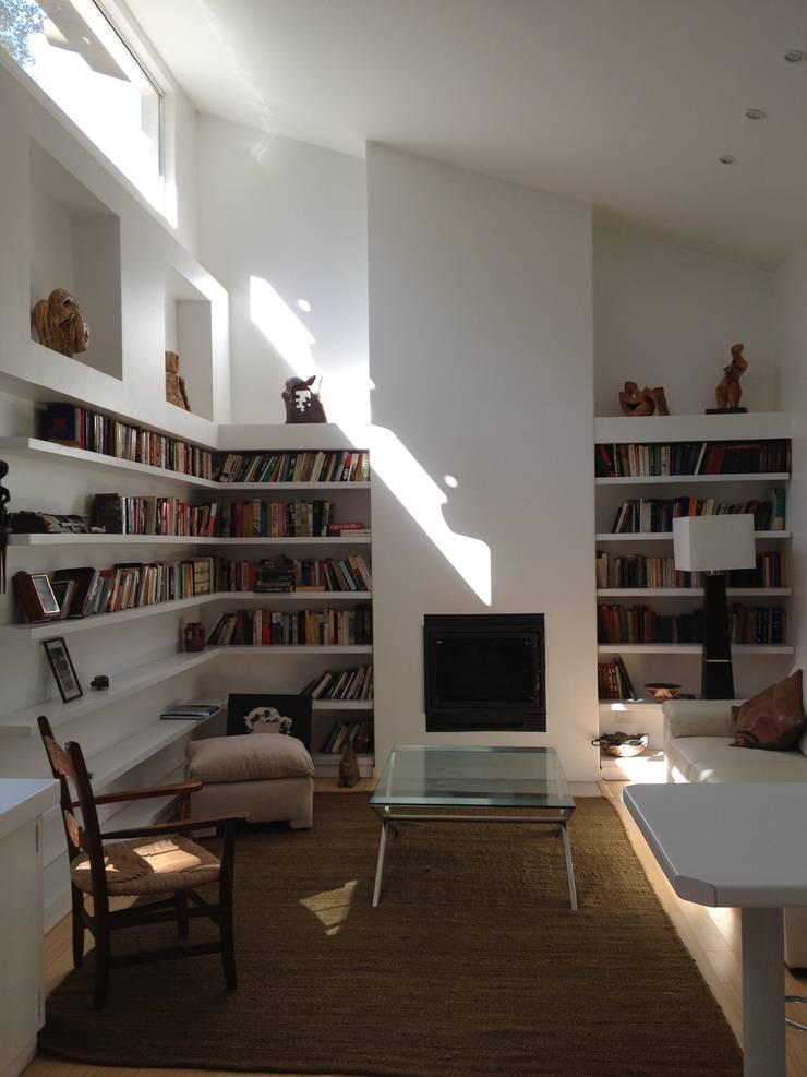 Casa La Punta: Livings de estilo  por Grupo E Arquitectura y construcción
