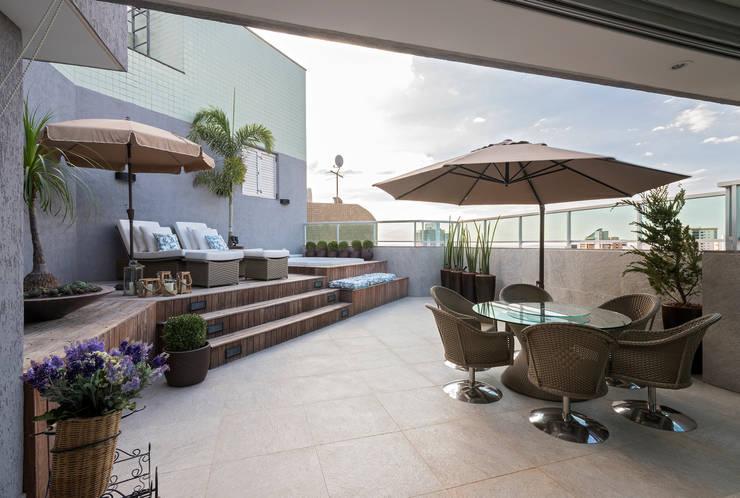 Cobertura Sion: Terraços  por Andréa Buratto Arquitetura & Decoração