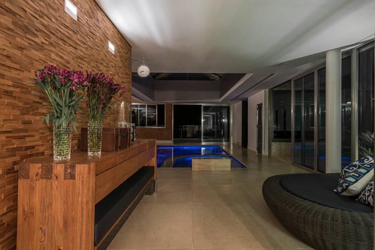 Residência Nova Lima : Spas  por Andréa Buratto Arquitetura & Decoração