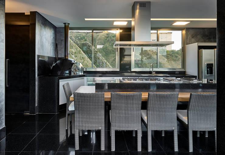 Residência Nova Lima : Cozinhas modernas por Andréa Buratto Arquitetura & Decoração