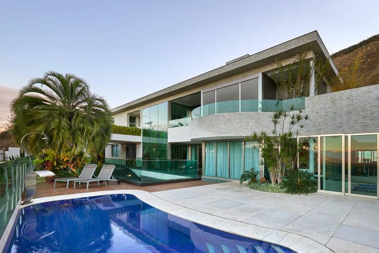 Residência Nova Lima : Casas  por Andréa Buratto Arquitetura & Decoração