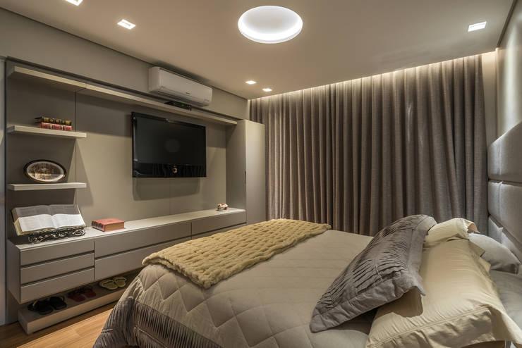 Dormitorios de estilo  por Andréa Buratto Arquitetura & Decoração