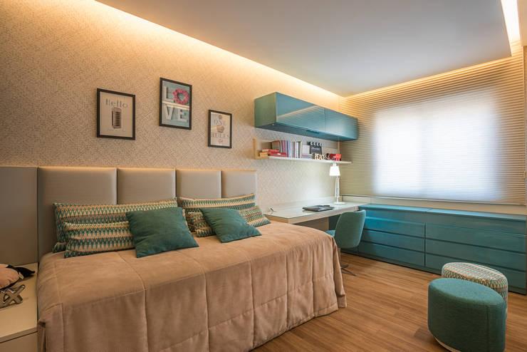 modern Bedroom by Andréa Buratto Arquitetura & Decoração
