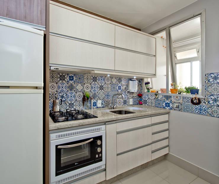 Kitchen by Kris Bristot Arquitetura