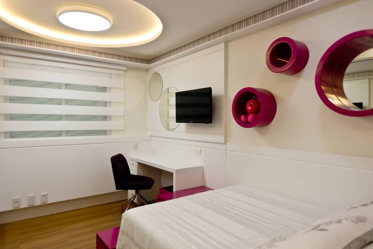 Bedroom by Kris Bristot Arquitetura