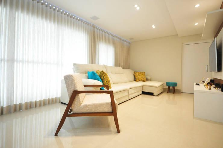 Living room by Condecorar Arquitetura e Interiores, Classic