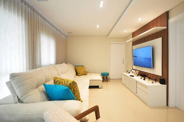 Apartamento São Caetano - 113M²: Salas de estar  por Condecorar Arquitetura e Interiores