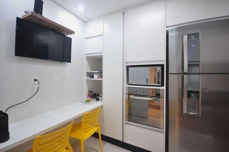 Kitchen by Condecorar Arquitetura e Interiores