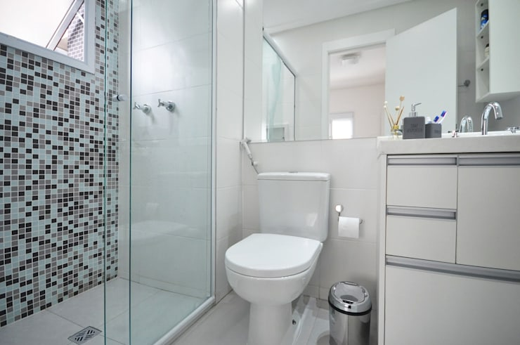 Baños de estilo clásico por Condecorar Arquitetura e Interiores