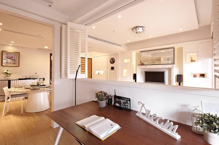 白色巧克力 white chocolate:  書房/辦公室 by 耀昀創意設計有限公司/Alfonso Ideas