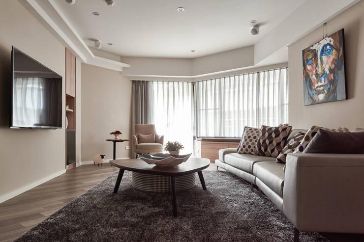 光曲:  客廳 by 耀昀創意設計有限公司/Alfonso Ideas