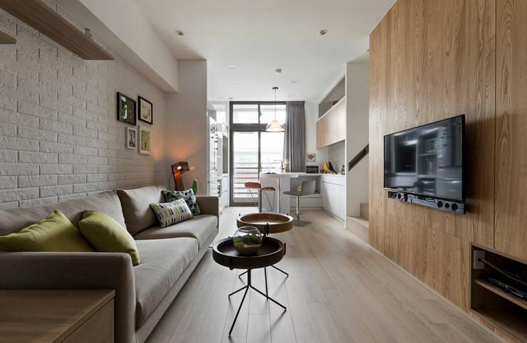 夾縫:  客廳 by 耀昀創意設計有限公司/Alfonso Ideas