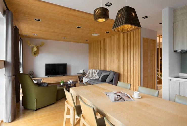 宜蘭健康屋 日式:  客廳 by 耀昀創意設計有限公司/Alfonso Ideas