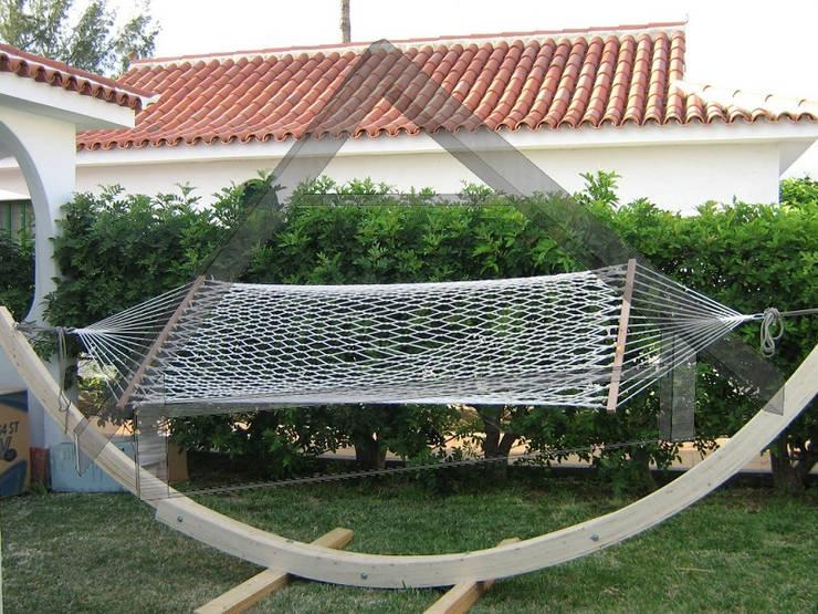 Jardín de estilo  por Atiwood S.L.