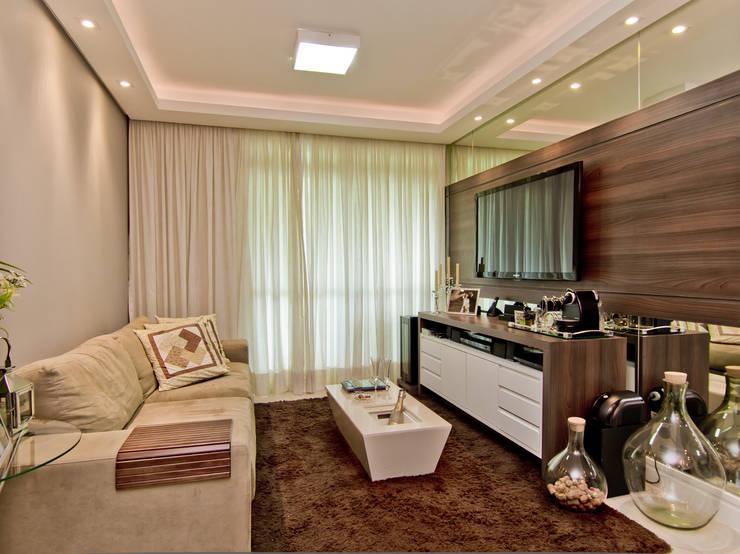 غرفة المعيشة تنفيذ Kris Bristot Arquitetura