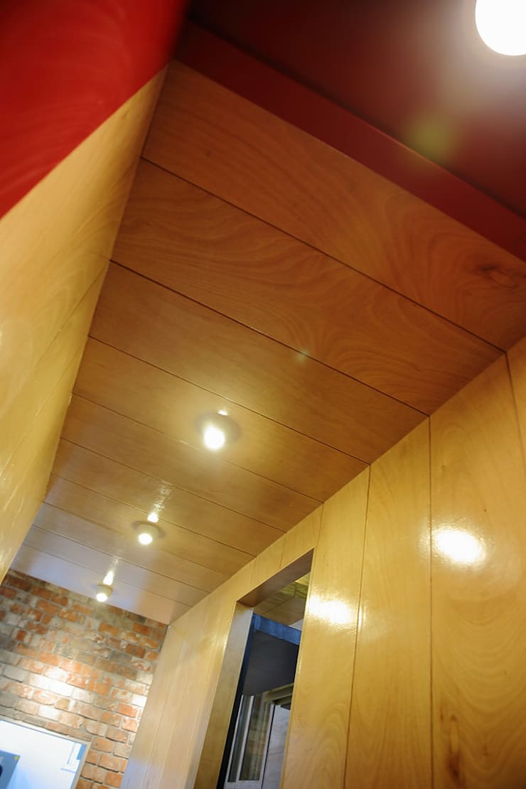 찜스토리 인테리어 부분: inark [인아크 건축 설계 디자인]의  복도 & 현관,
