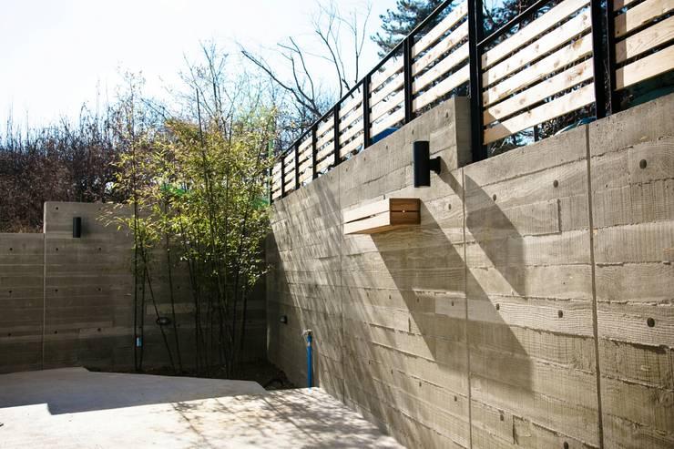 전주 단독주택: 인우건축사사무소의  주택