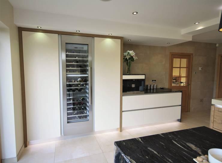 Wickham Bishops, Witham: modern Kitchen by Kitchencraft