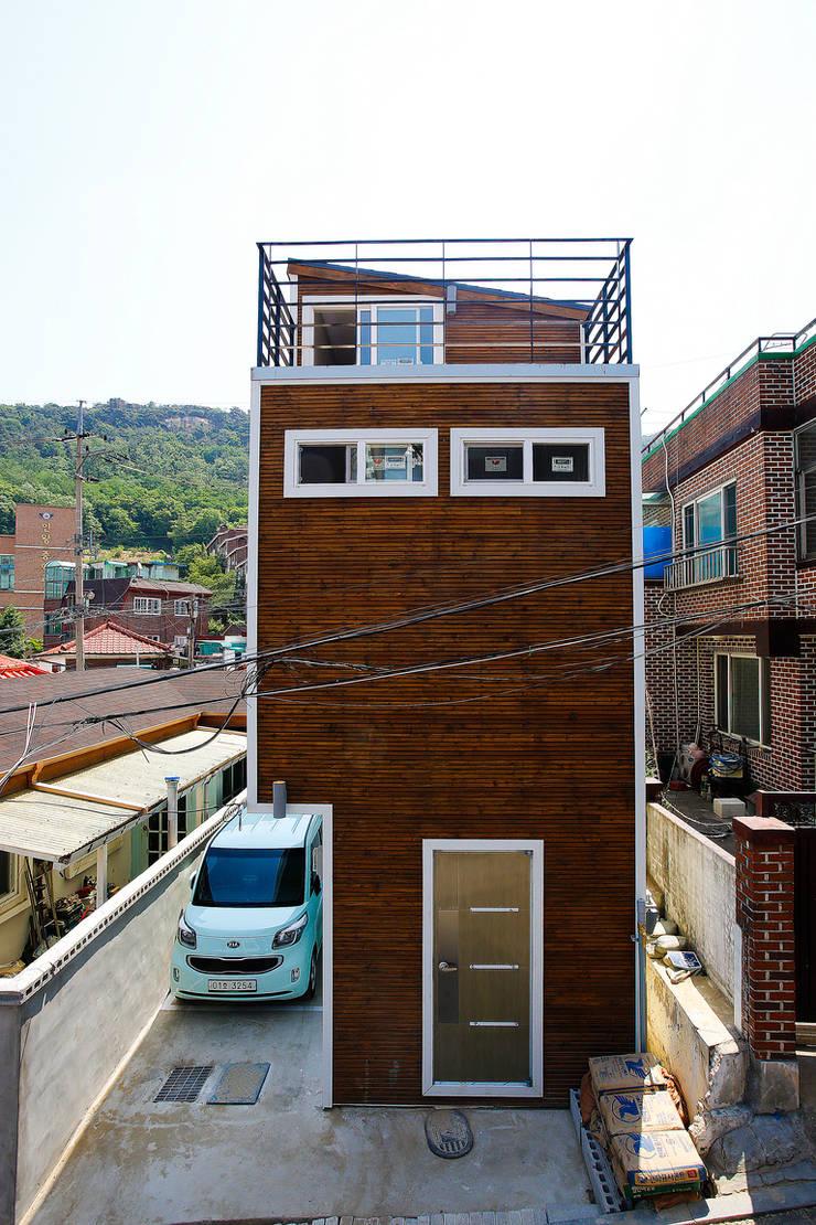 홍제동 협소주택 - H2135: 마음담은 건축의  주택,