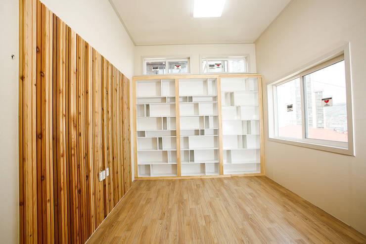 홍제동 협소주택 – H2135: 마음담은 건축의  서재 & 사무실,