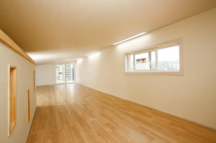 홍제동 협소주택 – H2135: 마음담은 건축의  거실,