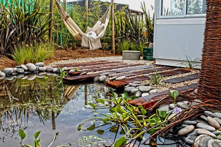 Jardines de estilo rústico por Estudio Raices