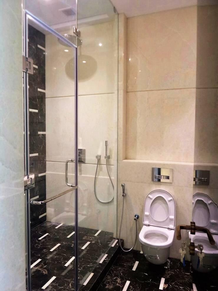 Guest Room Ensuite: eclectic Bathroom by bhatia.jyoti
