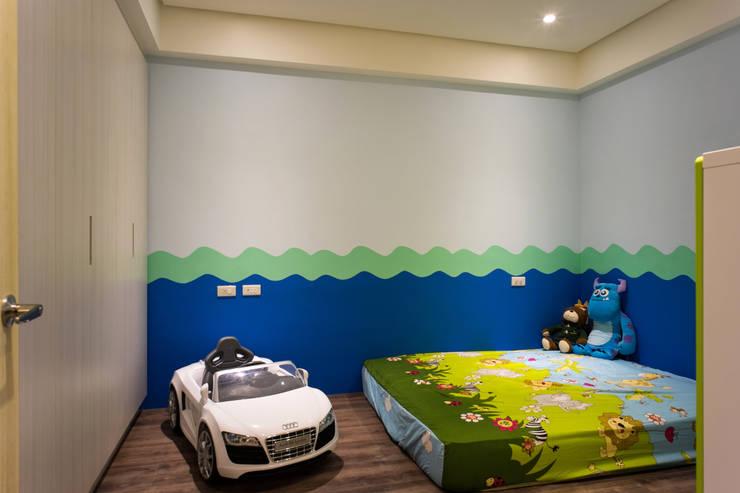 兒童房:  嬰兒/兒童房 by UNIQUE DESIGN優尼客空間設計