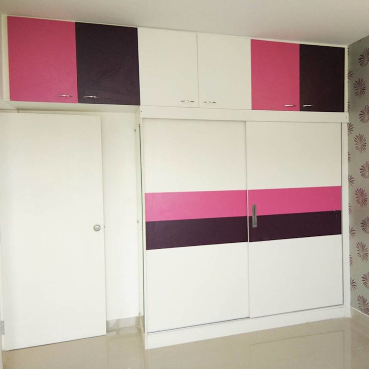 Bedroom Wardrobe With Slider:  Living room by Scale Inch Pvt. Ltd.