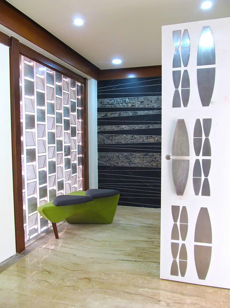 Interior of Rajesh Patel:  Corridor & hallway by Architects at Work