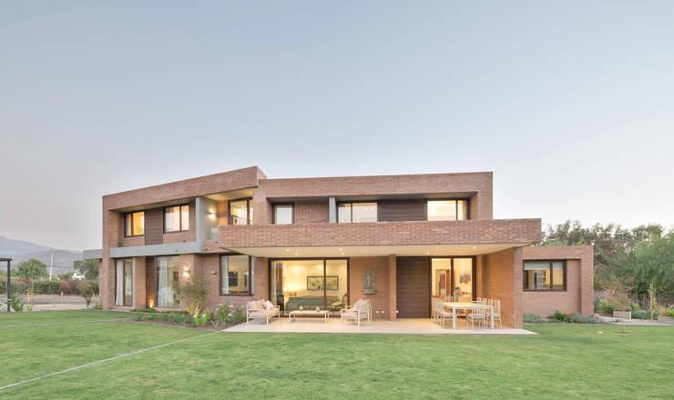 Casas de estilo  por Grupo E Arquitectura y construcción